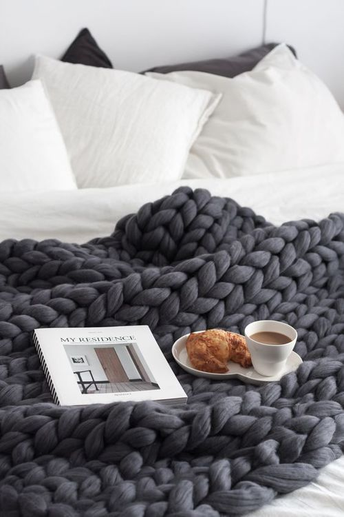 The Ultimate Guide To Buying A Chunky Knit Blanket - Where To Find The Best Chunky Knit Blankets | Dark grey chunky throw, dark grey chunky knit blanket