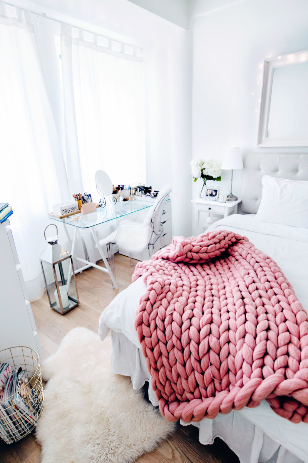 The Ultimate Guide To Buying A Chunky Knit Blanket - Where To Find The Best Chunky Knit Blankets | Pink chunky throw
