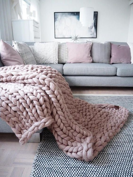 The Ultimate Guide To Buying A Chunky Knit Blanket - Where To Find The Best Chunky Knit Blankets | Dusty Pink chunky throw