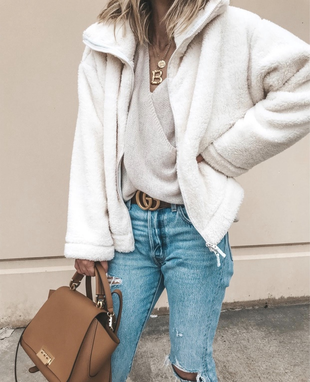 27+ Best Womens Coats To Steal From Fashion Bloggers: These coats for women will make you look like the ultimate fashionista. Have a look at the top styles, including fall coats for women, ladies winter coats, warm coats for women, stylish coats, for women and other coats jackets and cardigans. These casual coats for women include many different styles, for example this white teddy coat / white shearling coat. Image by ©️CellaJaneBlog #womenscoats #coatsforwomen #shearling #teddycoat