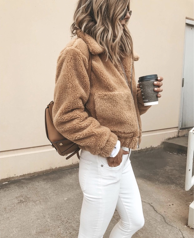 27+ Best Womens Coats To Steal From Fashion Bloggers: These coats for women will make you look like the ultimate fashionista. Have a look at the top styles, including fall coats for women, ladies winter coats, warm coats for women, stylish coats, for women and other coats jackets and cardigans. These casual coats for women include many different styles, for example this camel teddy coat / camel shearling coat. Image by ©CellaJaneBlog #womenscoats #camelcoats #fteddycoat #shearlingcoat