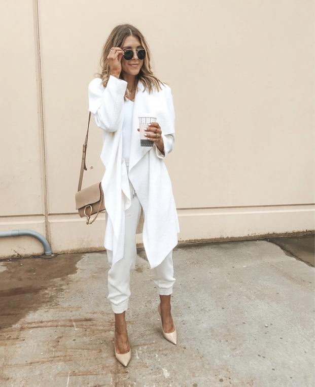 27+ Best Womens Coats To Steal From Fashion Bloggers: These coats for women will make you look like the ultimate fashionista. Have a look at the top styles, including fall coats for women, ladies winter coats, warm coats for women, stylish coats, for women and other coats jackets and cardigans. These casual coats for women include many different styles, for example this cream coat outfit. Image by ©️CellaJaneBlog #womenscoats #coatsforwomen #coat #creamcoat