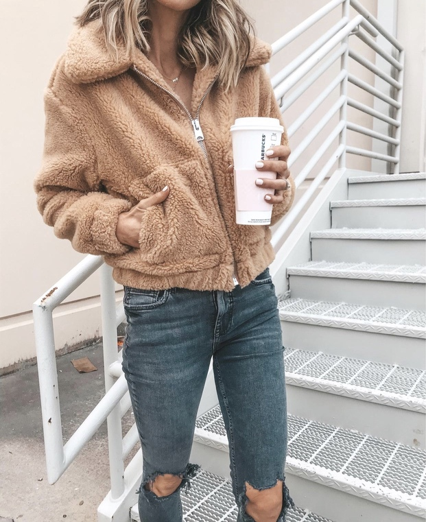 27+ Best Womens Coats To Steal From Fashion Bloggers: These coats for women will make you look like the ultimate fashionista. Have a look at the top styles, including fall coats for women, ladies winter coats, warm coats for women, stylish coats, for women and other coats jackets and cardigans. These casual coats for women include many different styles, for example this camel teddy coat / camel shearling coat. Image by ©️CellaJaneBlog #coatsforwomen #camelcoats #teddycoat #shearling
