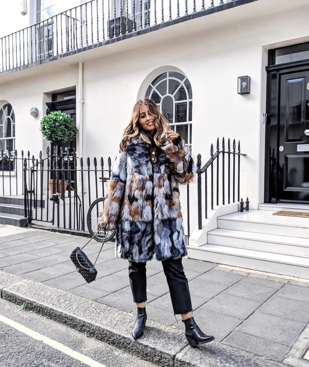 27+ Best Womens Coats To Steal From Fashion Bloggers: These coats for women will make you look like the ultimate fashionista. Have a look at the top styles, including fall coats for women, ladies winter coats, warm coats for women, stylish coats, for women and other coats jackets and cardigans. These casual coats for women include many different styles, for example this faux fur coat. Image by ©️SophieMilner_FS #coatsforwomen #fauxfur #fuxfurcoat