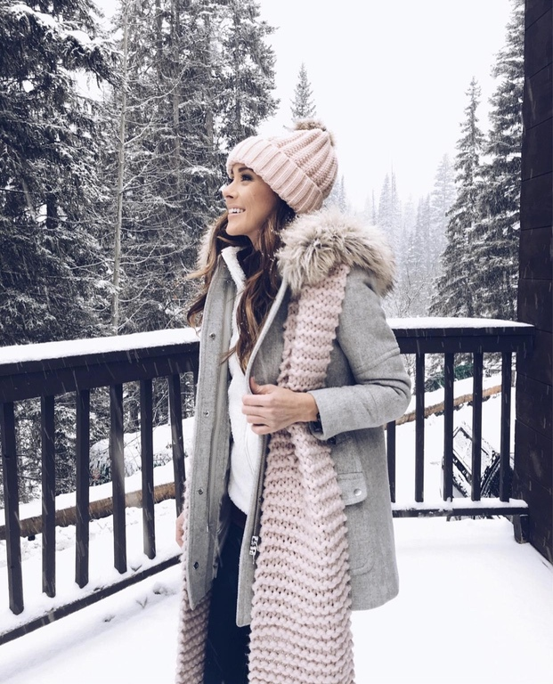 27+ Best Womens Coats To Steal From Fashion Bloggers: These coats for women will make you look like the ultimate fashionista. Have a look at the top styles, including fall coats for women, ladies winter coats, warm coats for women, stylish coats, for women and other coats jackets and cardigans. These casual coats for women include many different styles, for example this grey J.Crew Coat. Image by ©Alyson_Haley #coatsforwomen #fallcoats #greycoat #jcrewcoat