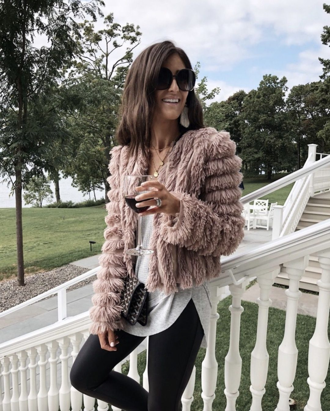 27+ Best Womens Coats To Steal From Fashion Bloggers: These coats for women will make you look like the ultimate fashionista. Have a look at the top styles, including fall coats for women, ladies winter coats, warm coats for women, stylish coats, for women and other coats jackets and cardigans. These casual coats for women include many different styles, for example this shaggy coat. Image by ©️StylinbyAylin #womenscoats #coatsforwomen #fallcoats #shaggycoat #coat