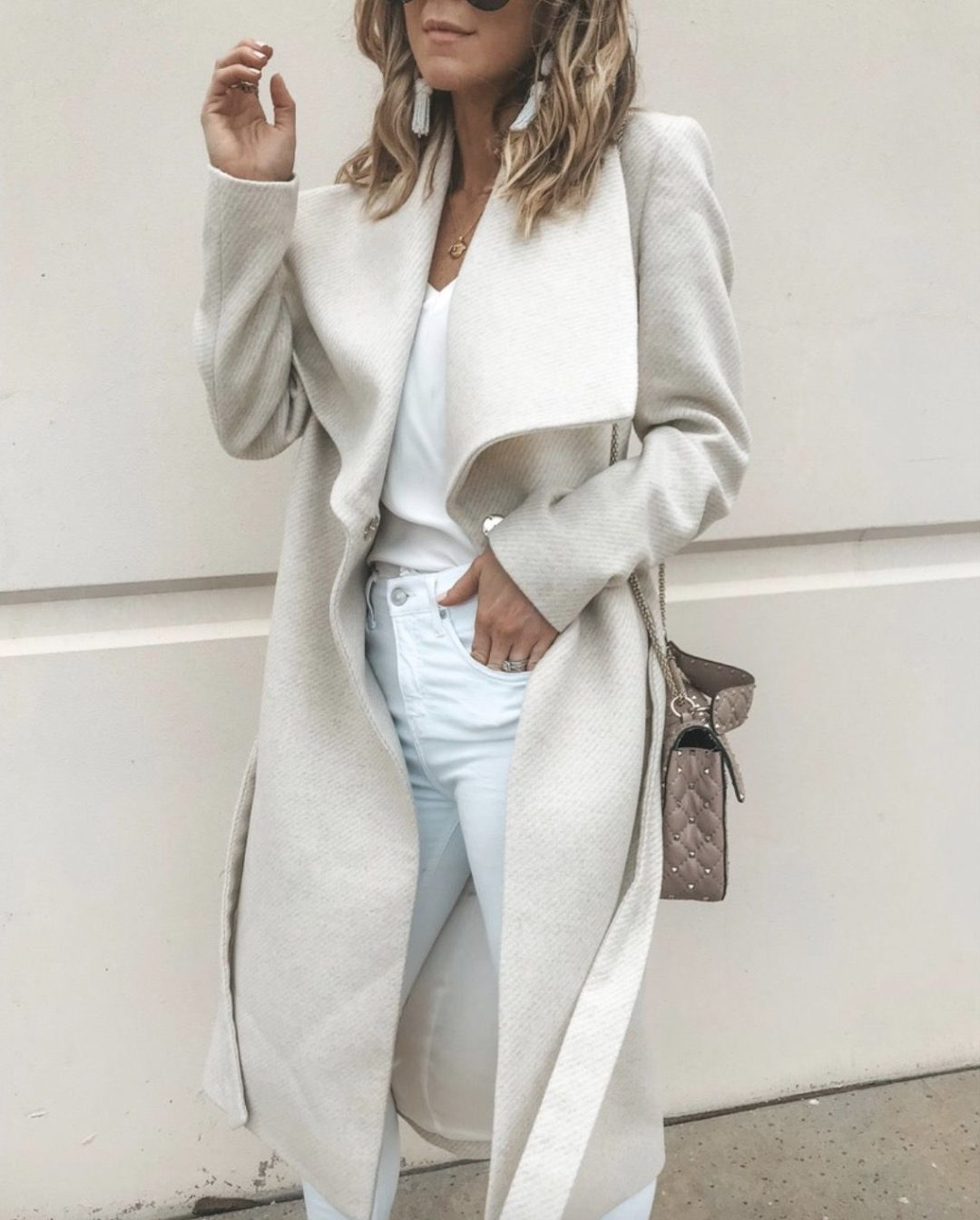 27+ Best Womens Coats To Steal From Fashion Bloggers: These coats for women will make you look like the ultimate fashionista. Have a look at the top styles, including fall coats for women, ladies winter coats, warm coats for women, stylish coats, for women and other coats jackets and cardigans. These casual coats for women include many different styles, for example this cream coat outfit. Image by ©️CellaJaneBlog #womenscoats #coatsforwomen #fallcoats #coat #creamcoat