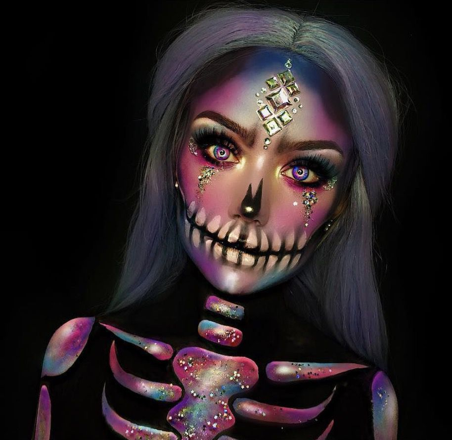 41 Most Jaw-Dropping Halloween Makeup Ideas That Are Still Pretty: Pretty Skull Makeup for Halloween / Click though to see more awe inspiring pretty Halloween makeup looks, gorgeous Halloween makeup and Halloween costumes. #halloweenmakeup #halloweenmakeuppretty #halloweencostumes #halloweenmakeupinspo #skullmakeup