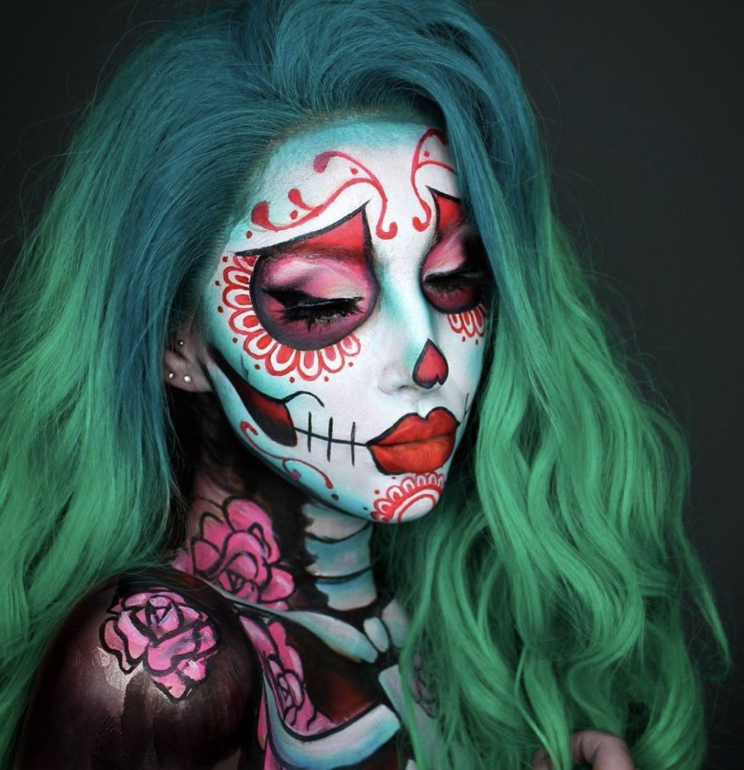 41 Most Jaw-Dropping Halloween Makeup Ideas That Are Still Pretty: Female Joke Makeup - Click though to see more awe inspiring pretty Halloween makeup looks, gorgeous Halloween makeup and Halloween costumes. #halloweenmakeup #halloweenmakeuppretty #halloweencostumes #halloweenmakeupinspo #jokermakeup
