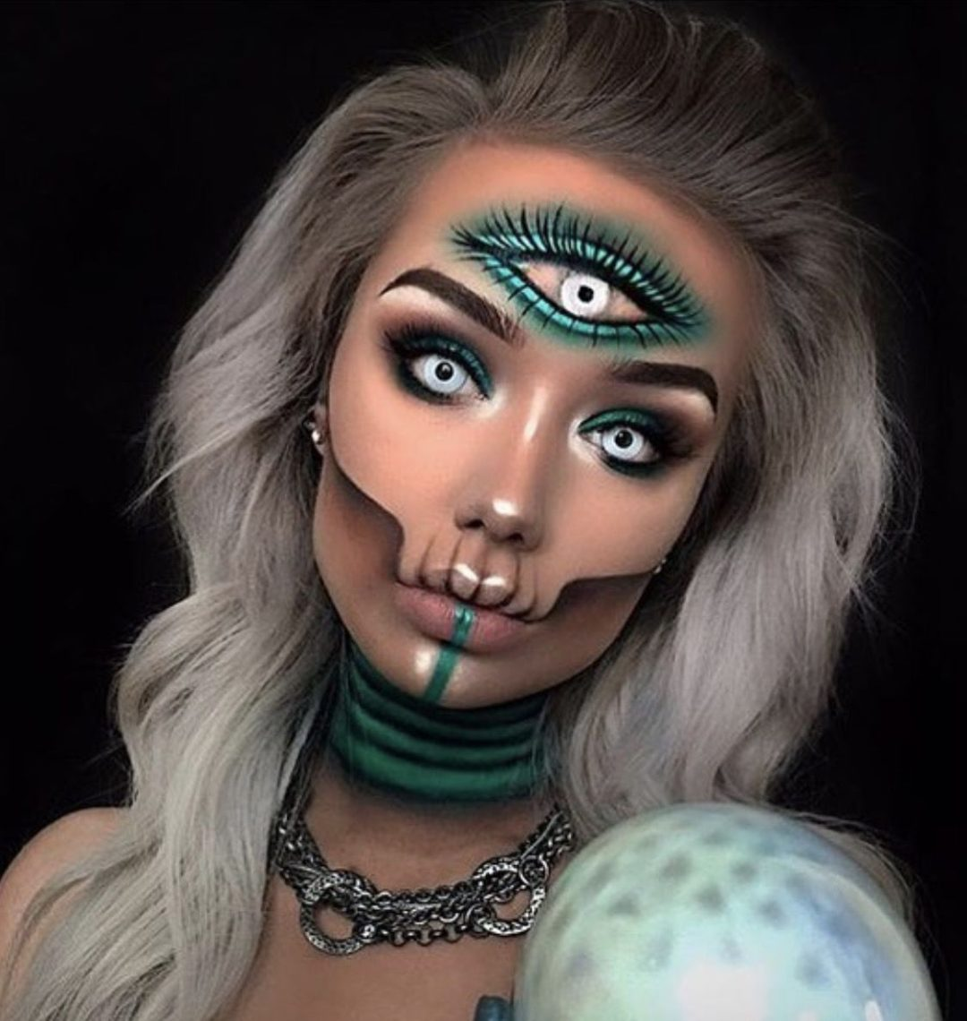 41 Most Jaw-Dropping Halloween Makeup Ideas That Are Still Pretty: Third Eye Makeup - Click though to see more awe inspiring pretty Halloween makeup looks, gorgeous Halloween makeup and Halloween costumes. #halloweenmakeup #halloweenmakeuppretty #halloweencostumes #halloweenmakeupinspo #thirdeyemakeup