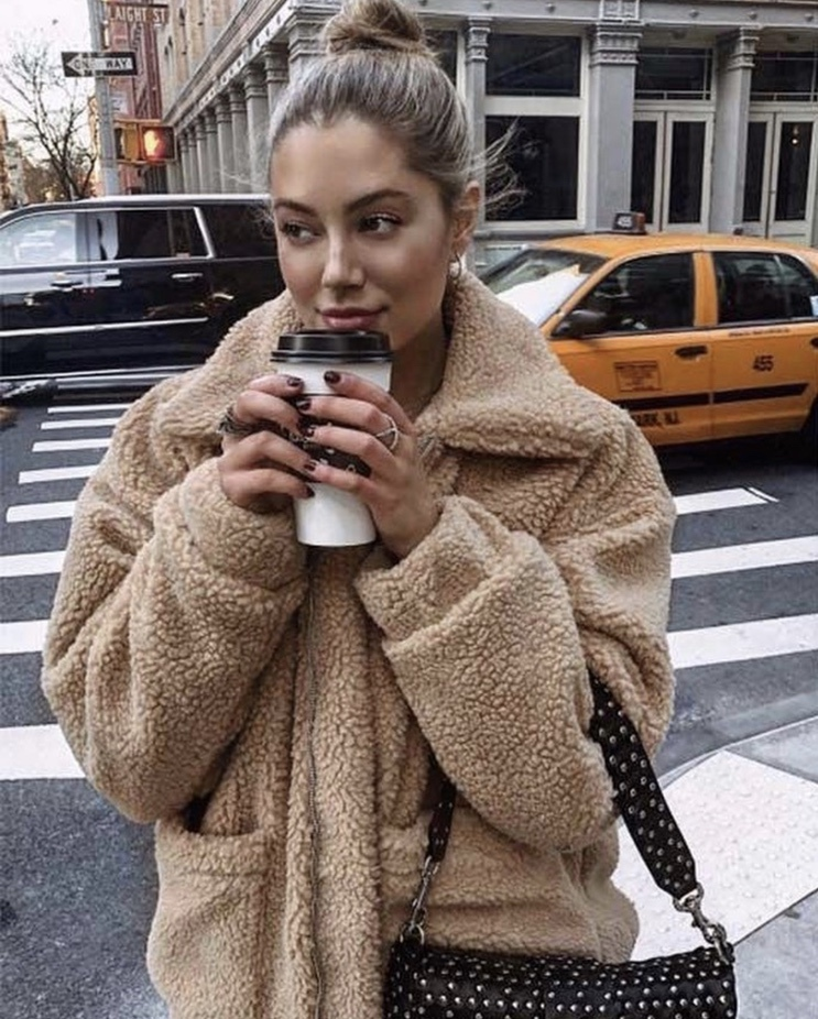 27+ Best Womens Coats To Steal From Fashion Bloggers: These coats for women will make you look like the ultimate fashionista. Have a look at the top styles, including fall coats for women, ladies winter coats, warm coats for women, stylish coats, for women and other coats jackets and cardigans. These casual coats for women include many different styles, for example this camel teddy coat / camel shearling coat. Image via @girlyinspo #womenscoats #camelcoats #fallcoats #shearlingcoat #teddycoat