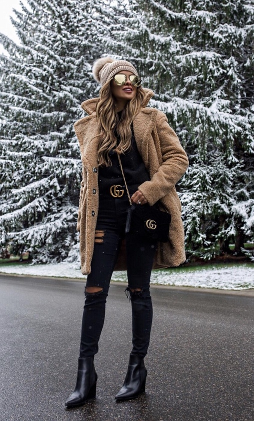 27+ Best Womens Coats To Steal From Fashion Bloggers: These coats for women will make you look like the ultimate fashionista. Have a look at the top styles, including fall coats for women, ladies winter coats, warm coats for women, stylish coats, for women and other coats jackets and cardigans. These casual coats for women include many different styles, for example this camel teddy coat / camel shearling coat. Image by ©️MiaMiaMine #womenscoats #camelcoats #teddycoat #shearlingjacket