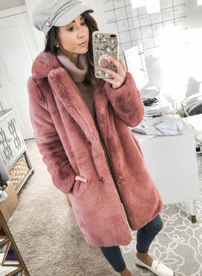 27+ Best Womens Coats To Steal From Fashion Bloggers: These coats for women will make you look like the ultimate fashionista. Have a look at the top styles, including fall coats for women, ladies winter coats, warm coats for women, stylish coats, for women and other coats jackets and cardigans. These casual coats for women include many different styles, for example this pink teddy coat / pink faux fur coat. Image by ©️Alyson_Haley #coatsforwomen #pinkcoat #coat #fauxfur #teddycoat