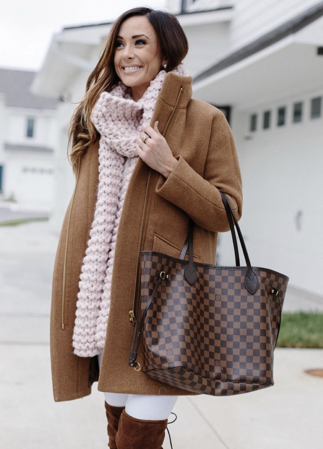 27+ Best Womens Coats To Steal From Fashion Bloggers: These coats for women will make you look like the ultimate fashionista. Have a look at the top styles, including fall coats for women, ladies winter coats, warm coats for women, stylish coats, for women and other coats jackets and cardigans. These casual coats for women include many different styles, for example this camel J.Crew Coat. Image by ©Alyson_Haley #womenscoats #coatsforwomen #fallcoats #camelcoat #jcrewcoat