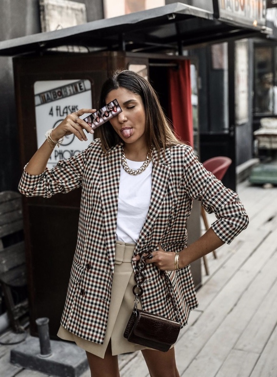 17 Trendy winter street style outfits and outfit ideas to step up your game this fall and winter: Plaid Blazer Look. These winter street style looks are perfect to cosy up with in any urban city. Click over to the article and get inspired by more casual winter fashion looks! Image © JuneSixtyFive. #winterfashion #winteroutfits #streetstyle #plaid #blazer