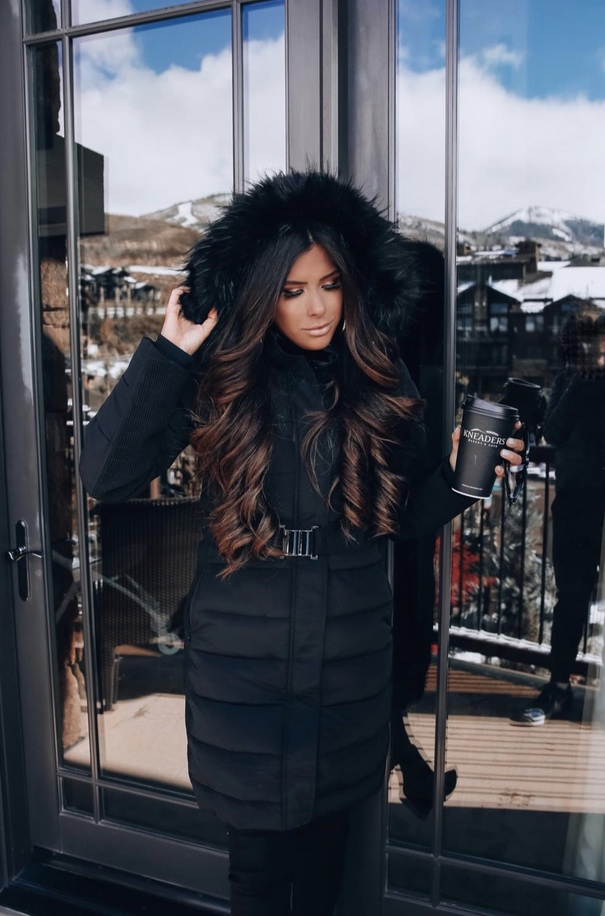 27+ Best Womens Coats To Steal From Fashion Bloggers: These coats for women will make you look like the ultimate fashionista. Have a look at the top styles, including fall coats for women, ladies winter coats, warm coats for women, stylish coats, for women and other coats jackets and cardigans. These casual coats for women include many different styles, for example this black puffer coat. Image by ©️EmilyAnnGemma #coatsforwomen #blackcoat #fallcoats #coat #pufferjacket