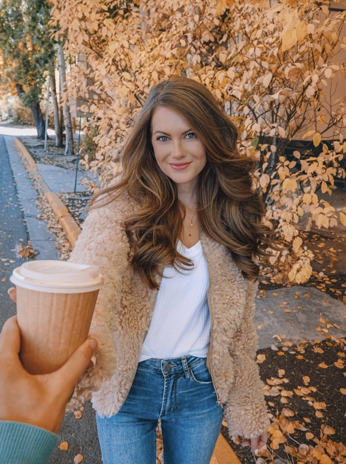 27+ Best Womens Coats To Steal From Fashion Bloggers: These coats for women will make you look like the ultimate fashionista. Have a look at the top styles, including fall coats for women, ladies winter coats, warm coats for women, stylish coats, for women and other coats jackets and cardigans. These casual coats for women include many different styles, for example this camel teddy coat / camel shearling coat. Image by ©️CmCoving #womenscoats #coatsforwomen #camelcoats #teddycoat