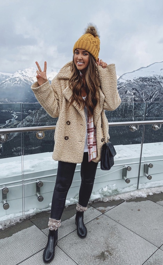 27+ Best Womens Coats To Steal From Fashion Bloggers: These coats for women will make you look like the ultimate fashionista. Have a look at the top styles, including fall coats for women, ladies winter coats, warm coats for women, stylish coats, for women and other coats jackets and cardigans. These casual coats for women include many different styles, for example this camel teddy coat / camel shearling coat. Image by ©️FashionablyKay #coatsforwomen #teddycoat #shearlingjacket