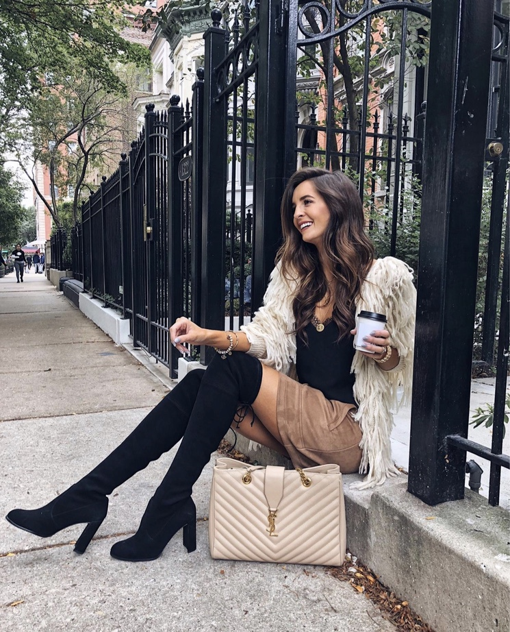 27+ Best Womens Coats To Steal From Fashion Bloggers: These coats for women will make you look like the ultimate fashionista. Have a look at the top styles, including fall coats for women, ladies winter coats, warm coats for women, stylish coats, for women and other coats jackets and cardigans. These casual coats for women include many different styles, for example this white shaggy coat. Image by ©️MyViewInHeels #womenscoats #coatsforwomen #shaggycoat #shearlingjacket