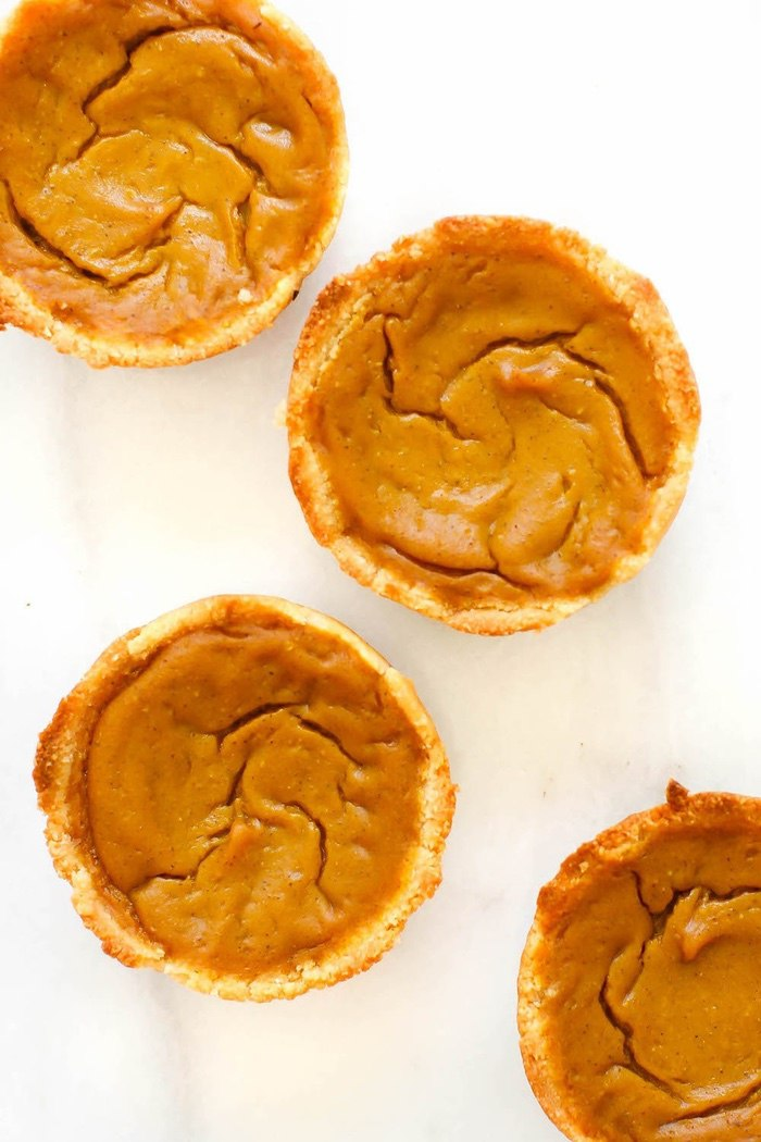 15 Mouth-Watering Keto Thanksgiving Recipes: Vegan Pumpkin Pie Cups. These keto thanksgiving sides, desserts, appetisers and dinner ideas are the perfect way to manage your weight during the festive season. Check out these low carb, sugar free, high fat and vegan ketogenic recipes and get inspired to cook better keto desserts Image © Piece, Love And Low. #ketothanksgivingrecipes #ketogenic #ketorecipes #lowcarb #ketodessert #vegan #pumpkinpie